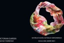 VICTORIAN GARDEN Damen/Women 2015 / Inspiriert durch kunstvolle Gärten im viktorianischen Stil wetteifern Blumenranken, tanzen prächtige Schmetterlinge und flattern einzigartige Insekten durch geheimnisvolle Gärten voller Romantik und Schwärmerei.  store.fraas.com #fraas #hats #Fashion #scarf #square #schal #Tücher #Snood #Silk #Seide #Modal #Style #look