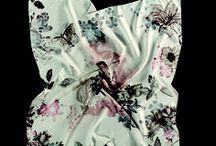 """La Vie En Rose / Einmal in diese magische Welt eingetaucht, lassen Sie diese handgezeichneten #Designs in sensibler und harmonischer Farbgebung, mit raffinierten #Lasercuts und von klassichen Courrèges inspirierten """"peek a boos"""" nicht mehr los. Leichte #Modal-#Leinen-Mischungen, weiche, sehr hochwertige #Seide und große Polyester-#Tücher spiegeln die #romantische #Leichtigkeit und die Märchenhaftigkeit dieser besonderen Epoche wider. #FRAAS- THE #SCARF COMPANY"""