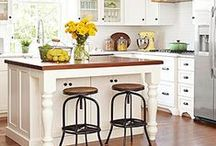 Farmhouse Kitchens / Vintage and vintage inspired home decor for the farmhouse and cottage kitchen.