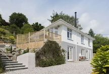 Mellingey holiday cottage garden and views / A luxury Cornish holiday cottage, contemporary styled, 4 double bedrooms, idylically set in an acre of private and secluded gardens overlooking the upper reaches of the River Fowey at Lostwithiel in Cornwall