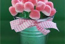Dolci di caramelle / creazione di composizioni di caramelle