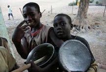 """Pearls of the Street - Cameroun / Gadebørnsprojektet """"Pearls of the Street"""" hjælper gadedrenge væk fra gaden i Cameroun. Projektet har siden 2009 hjulpet 17 gadedrenge til en hverdag med bl.a. mad og skolegang! Drengene får basale behov opfyldt, som fx mad, tøj og et sted at sove og så får de omsorg og en god påvirkning i kirken. Deres fortid er barsk, men det på trods, er de bare almindelige drenge, som kan lide at spille fodbold! Se mere her: http://www.afrikaintouch.dk/vi-goer/samarbejdspartnere-i-afrika/pearls-of-the-street/"""