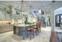 Stunning Kitchens / From the simple to sophisticated, these are some of our favorite kitchen and kitchen designs.