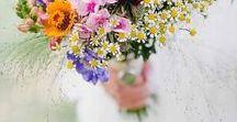 Les fleurs de votre mariage / Les fleurs ajouteront beaucoup à votre thème. Il est possible d'économiser en allant les chercher dans les champs de fleur à couper, chez un horticulteur...