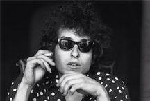 Bob Dylan / C'est juste que des Bob Dylan, il y en a eu qu'un dans l'histoire de la musique. Et il n'y a bien que des exceptions comme lui qui puissent se permettre d'envoyer chier avec ostentation leur entourage, pour être en phase avec leur rêve de réussite, sans que cela ne prête trop à conséquence.