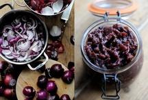 """Sughi e Conserve / Una guida sul mondo delle conserve: tecniche, trucchi, consigli su come """"conservare"""" in casa. E ancora, tutte le ricette dei sughi e delle salse per le nostre ricette in cucina."""