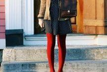 Red tights / Les collants rouges sont difficiles à porter. J'ai pinné ici les looks qui m'ont inspiré   www.sarahs-corner.fr