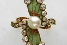 Jewelry 19th Century / Victorian rings - brooches - necklaces - bracelets from 1800-1899