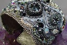 Bead Embroidery / Deliziosi bijoux che uniscono il ricamo con le perline