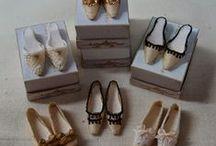 Sacs - Chaussures - Gants & Maroquinerie / Miniatures au 1/12ème - Maisons de poupées Miniatures