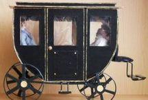 Transports / Traineaux - voitures - fiacres - carosses - fauteuils roulants  - Miniatures au 1/12ème - Maisons de poupées