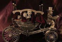 Transports Hantés & Ensorcelés / Corbillards - Voitures - Traineaux - Carrosses - Charrettes Maisons de poupées - Miniature au 1/12ème * Hearses - Cars - Sleds - Coach - Carts - Doll Houses  *
