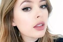 Tanya Burr Outfits