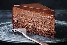 """Dolci tentazioni ❤ / """"Ogni volta dico a me stesso che è l'ultima volta, ma poi sento il profumo della sua cioccolata calda, oh...Conchiglie. Conchiglie di cioccolato, così piccole, così semplici, così innocenti. Pensai, oh, solo un piccolo assaggio, non può fare niente di male. Ma poi scoprii che erano ripiene di ricco, peccaminoso... E si scioglie, Dio mi perdoni, si scioglie così lentamente sulla lingua, e ti riempie di piacere"""" Chocolat, film, 2000."""