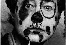 Elliott Erwitt / Elliott Erwitt (b. 26 July 1928 Paris, France) is an advertising and documentary photographer.