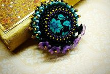 Brooches / Beaded brooches designed & handmade by Anika Jaumann