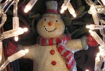 SNOWMEN / Snowmen come in such a huge variety! I love snowmen--they are do fun and cheerful! / by Linda Budinich