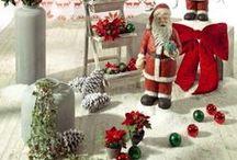"""Weihnachtsdeko Trend 2016: """"coming home"""" / Jetzt ist wieder die Zeit, in der wir gebannt auf das Fest der Familie schauen. Einen ersten Trend für dieses Weihnachten setzt """"COMING HOME"""". Übersetzten lässt sich der Trend skandinavisch mit den Farben Weihnachtsrot, Winterweiß und Tannengrün. Doch natürlich braucht es Klassiker für ein festliches Ambiente. Mit Liebe zum Detail ist in der besinnlichen Zeit viel gewonnen. Norwegische Muster hier und Weihnachtsmänner dort – und schon erstrahlt es in herrlicher Weihnachtsstimmung!"""