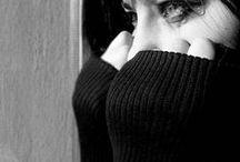 aksın gözyaşım da,kurur bir kaç kez silersem.......