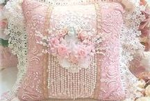 Almofadas / Almofadas bordadas, rendadas, pintadas...