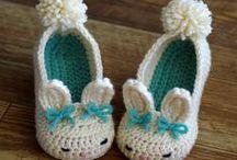 Sapatinhos de bebê / Sapatinhos de bebê e adultos em crochê.