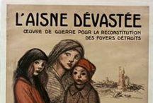 L'Aisne dévastée / Immense champ de bataille, l'Aisne est le département le plus touché par les opérations de guerre et les destructions qui touchent 90% de son territoire de 1914 à 1918 : 816 ponts sont détruits, 6400 km de routes anéantis, 139 villes et villages rasés, 461 endommagés à plus de 50 %. Des milliers de kilomètres de tranchées sillonnent des terres dévastées par des millions d'obus.