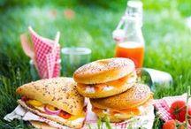 ✿ Pique-nique & Co / Repas champêtre ou chic, pris en plein air (dans la nature, dans un jardin, sur une plage, etc.)...
