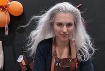 Simple grey hair / Las canas son bellas y aportan personalidad, nunca dejadez si tienes el pelo sano y limpio. Un cabello químicamente tratado es la negación de una belleza natural.