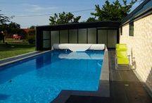 Nos abris adossés télescopiques pour piscine / Abris adossés, abris de terrasse et vérandas télescopiques pour piscine de la société Octavia, idéals pour profiter tout au long de l'année de son bassin.