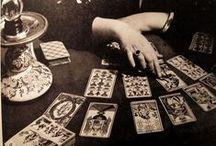 TAROT  / painel com as principais cartas de tarot, cartas ciganas e outros oraculos