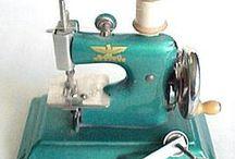 Швейные машины, машинки и все, что рядом / Настоящие, игрушечные и сувенирные швейные машинки