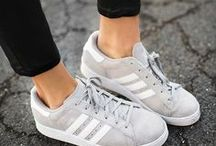 Mom Sneakers outfit ideas