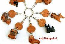 Japanse Honden Sleutelhangers / Met de hand gemaakte leren sleutelhangers uit Japan. Afmetingen ca. ring 2.5cm Hond ca. H 3.5cm x B 3cm x D 1,5cm (kan iets verschillen per ras)