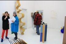 HOP exhibition / Galleri Superobjekt præsenterer gruppeudstillingen HOP – skalaværker kurateret af billedkunstnerne Karin Lind og Peter Holm / t e k s a s.