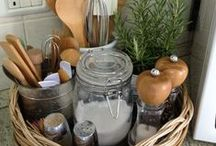 Get Organized: Kitchen Edition / These are simple DIY ideas to organize your kitchen and make it much more efficient and pretty.