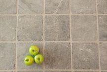 Tegelhuys ☼ Natuurstenen vloeren - tegels, natuursteen / Diverse voorbeelden van echte natuurstenen vloeren.