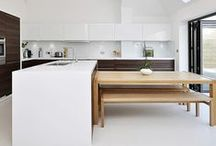 Wood and white kitchens / A timeless combination in the kitchen that's fresh and welcoming