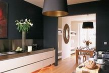 Monochrome kitchens / It's all here in black and white
