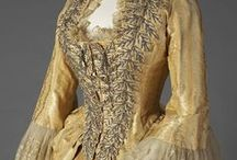 Late Victorian fashion (crinolette & bustle)