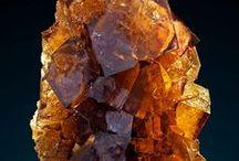 Mineral; gul-orange-bruna