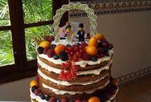 Tartas de boda Nuts & Delights / Diseñamos y creamos todo tipo de tartas decoradas y dulces personalizados para cualquier tipo de evento especial, cómo tu boda.  La tarta nupcial, se puede adaptar tanto a vuestro estilo, cómo a cualquier necesidad específica (diabéticos, veganos, intolerancias, alergias). Además, si así lo deseáis, también podréis disfrutar de una mesa dulce con un sinfín de opciones: - Cupcakes y galletas personalizadas - Macarons - Trufas - Bombones - Fudges - Merengues - Brownies - Naked cakes - Layer cakes