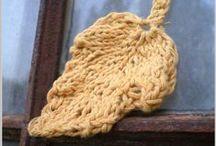 Knitting leaves...♥