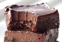 GLUTEN FREE NO BAKE DESSERTS | recipes / Gluten free eating doesn't mean you have to sacrifice your sweet tooth obsession for bakery sweets and natural snacks. Grab this collection of food blogger's best gluten-free, no-bake bars, snacks, puddings, and candies. Many are naturally sweetened...enjoy!