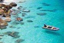 Pequenos paraísos / Nem sempre é preciso viajar até ás Bahamas ou Bora-bora para estar no paraíso que há na Terra. Acreditem ou não, pode-se viajar mais perto, e com menos custos, e, ainda assim, usufruir de grandes paisagens e ambientes que nos aquecem a alma. Na Europa existem também muitos sítios paradísiacos.