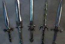 De scherpe kantjes zijn er nog niet vanaf / Mooie versierde zwaarden, messsen, dolken enz (decorated knives and swords)