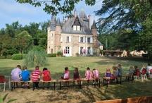 Frankrijk, Chateau Le Haget  / Château Le Haget is een leuke familiecamping, gelegen in een parkachtige omgeving op ongeveer 3 km van Montesquiou. In Montesquiou vindt u uiteraard een bakker, een kleine kruidenierszaak, een bar/restaurants en het postkantoor. In het kasteel bevinden zich o.a. het restaurant en 10 sfeervol ingerichte kamers. Château Le Haget met naast gelegen camping ligt in een natuurlijke en rustige omgeving op 12 hectare grond.