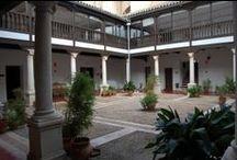 Ciudad Real / Ciudad Real pertenece a la Comunidad  Autónoma de Castilla-La Mancha. Limita con las provincias de Toledo al norte, Cuenca al noreste, Albacete al este, Córdoba y Jaén al sur y Badajoz al Oeste.