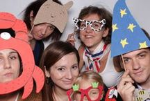 """Bohaterowie wystawy """"Krok po kroku - aktywna droga"""" / 26 października 2013 r. w Bibliotece Uniwersyteckiej w Warszawie odbyła się niezwykła akcja promująca aktywne obywatelstwo. Każdy, kto zrobił sobie zdjęcie w naszej fotobudce, został nowym bohaterem wystawy """"Krok po kroku – aktywna droga"""", prezentowanej w ramach Młodzieżowego Maratonu Aktywnego Obywatela."""