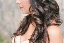 Wedding flower crowns for brides / If a bouquet just isn't enough - then maybe a crown is up your street.