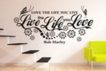 Texty a citáty / Krásné citáty a texty o rodině oživí interiér vašeho bytu a stanou se jeho nedílnou součástí. Samolepky na zdi vám budou všichni závidět, neboť texty především vyjadřují vaše pocity.